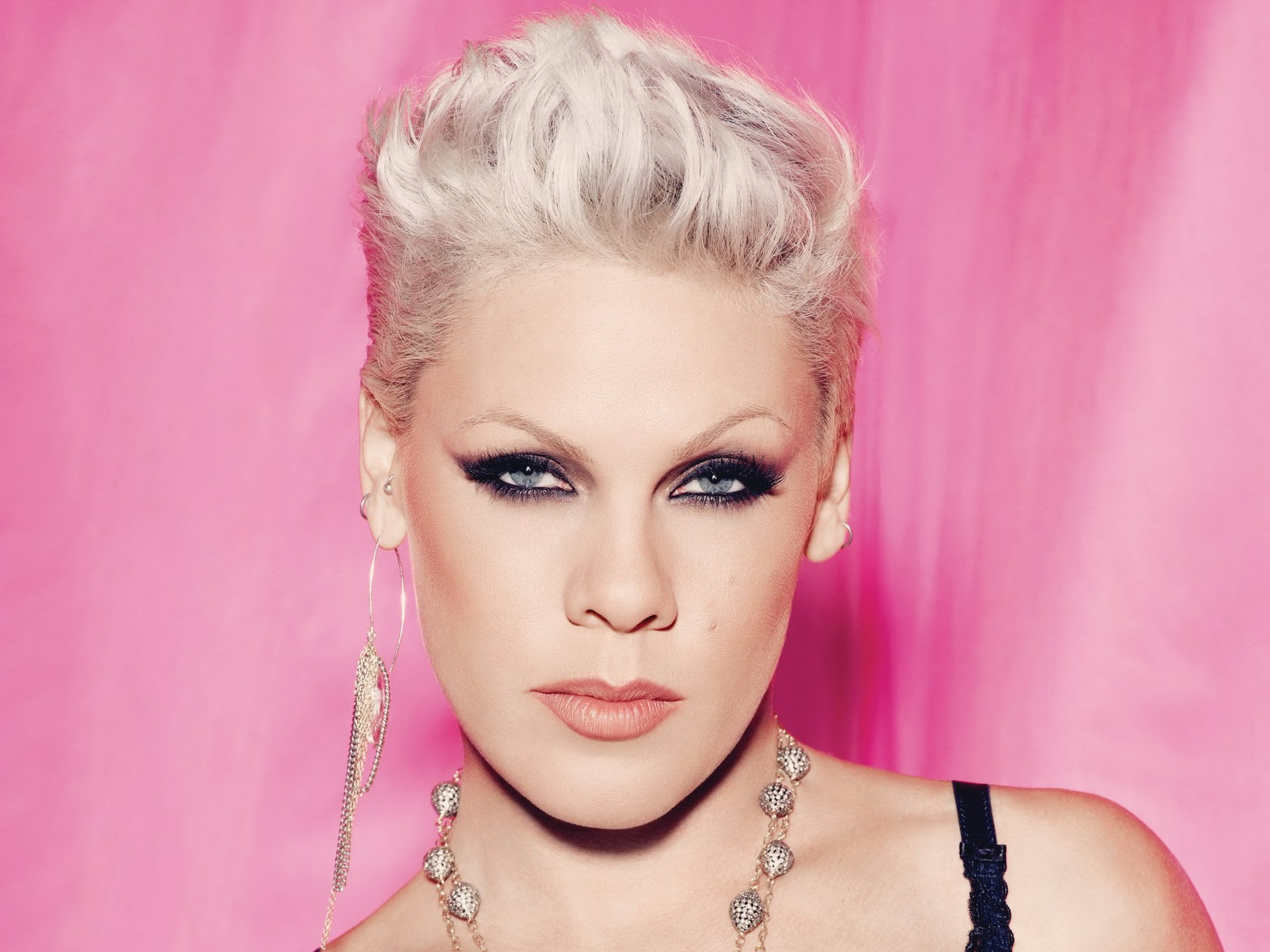 pink tour announcements ticket crusader