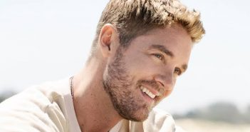 Brett Young on tour